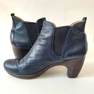 Navy blue leather ankle boots Size 41